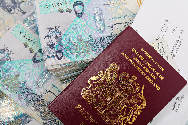 Qatar-Bargeld und Paß lizenzfreie stockbilder