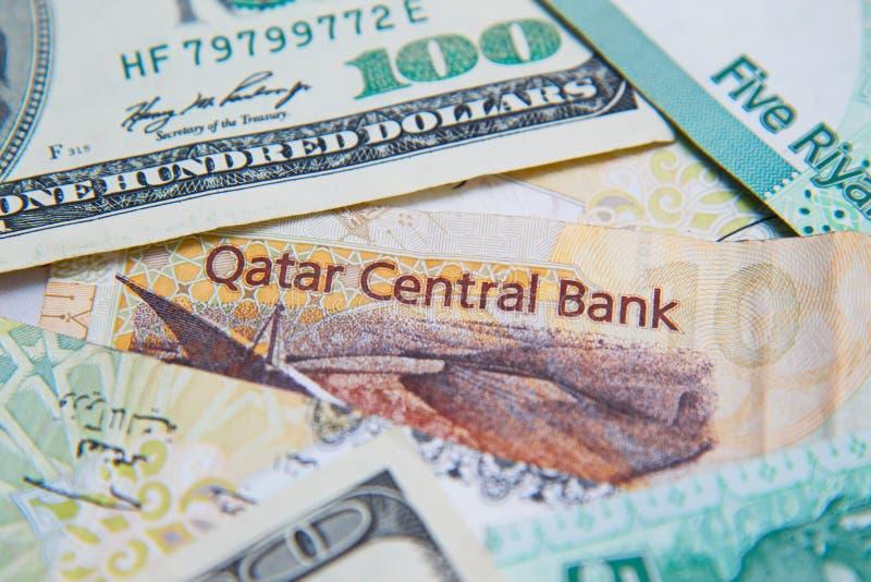 Qatari-Riyals und amerikanische Dollar, lizenzfreie stockbilder