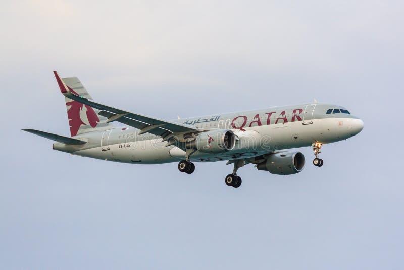 Qatarisk flygbuss A320 fotografering för bildbyråer