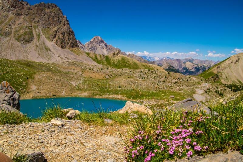 Qeyras de anne do sainte do lago em Hautes-Alpes em França fotos de stock royalty free