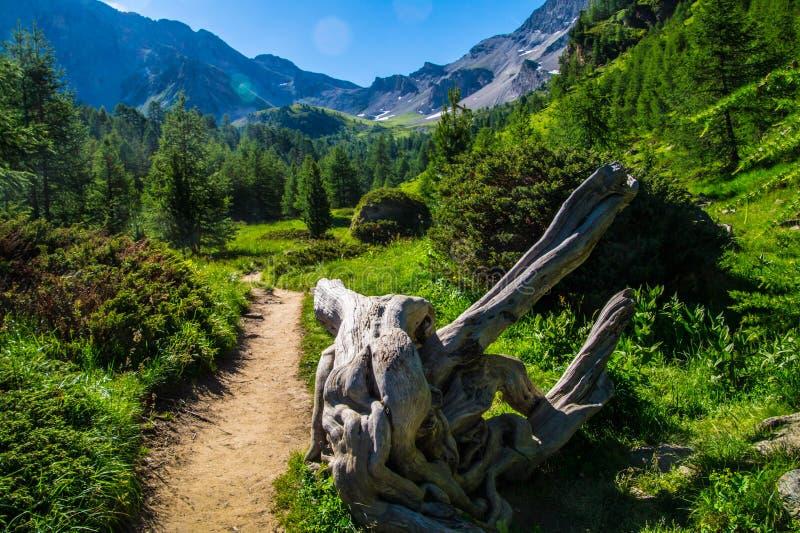 Qeyras di anne del sainte del lago in Hautes-Alpes in Francia fotografie stock