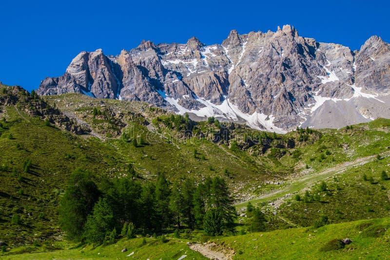 Qeyras di anne del sainte del lago in Hautes-Alpes in Francia fotografie stock libere da diritti