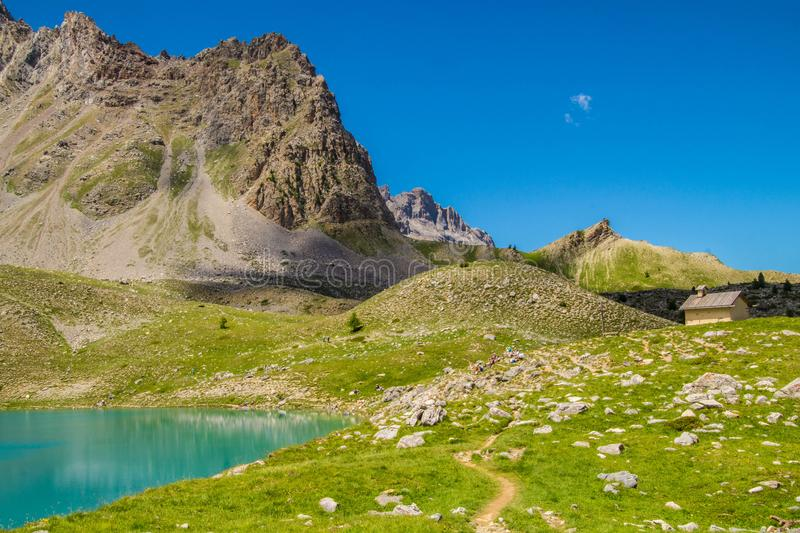 Qeyras di anne del sainte del lago in Hautes-Alpes in Francia fotografia stock libera da diritti