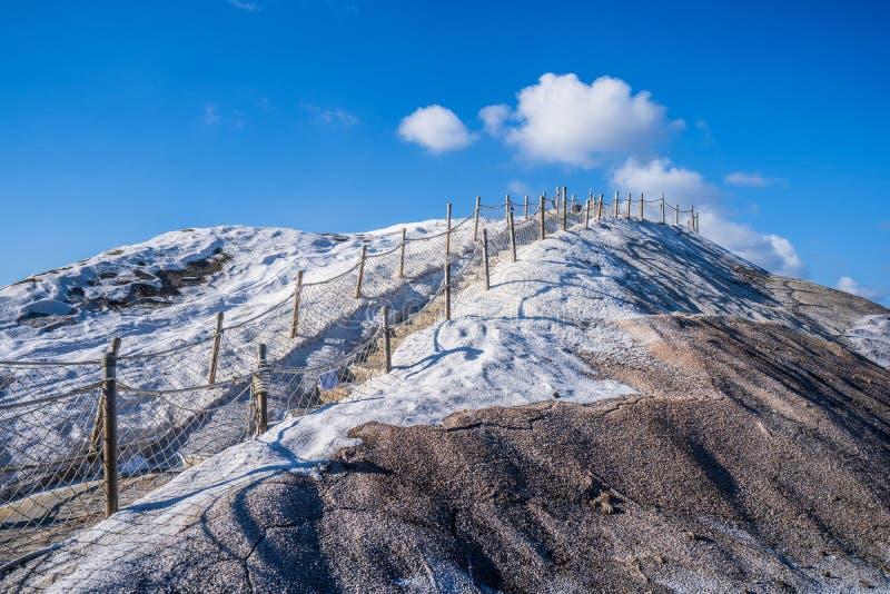 QiguCigu Zoute die Berg, Tainan, Taiwan, door samengeperst zout in stevige en uiterst harde massa door jaren van blootstelling wo stock foto's