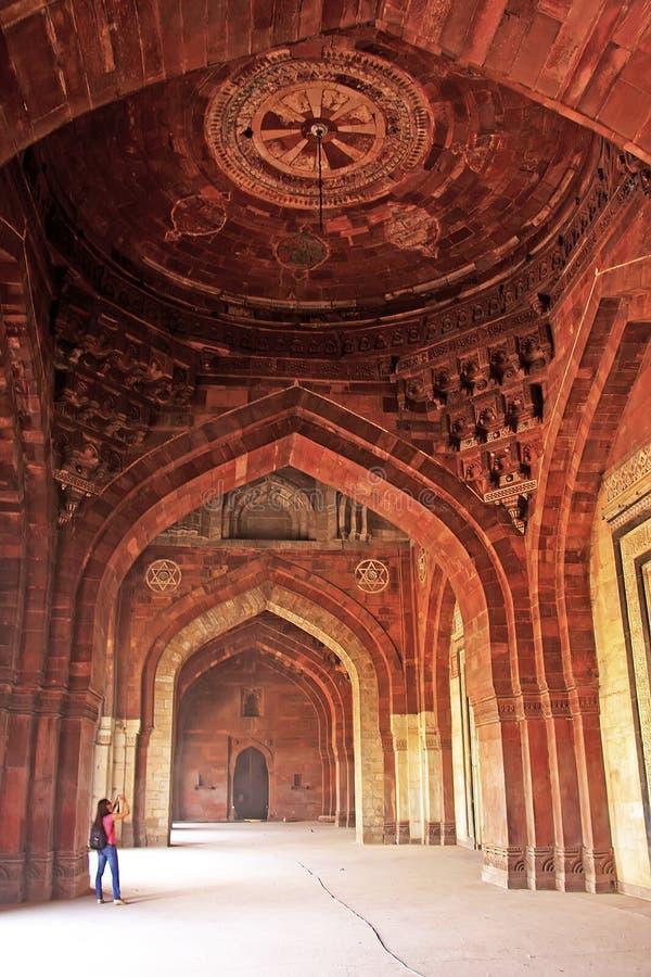 Qila-i-kuna moské, Purana Qila, New Delhi arkivfoton