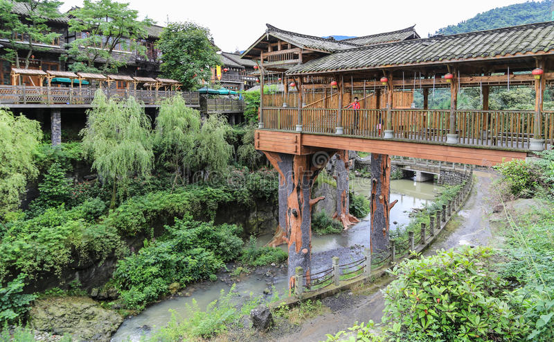 Qili-Stadt im Emei Shan, Sichuan, Porzellan lizenzfreies stockbild