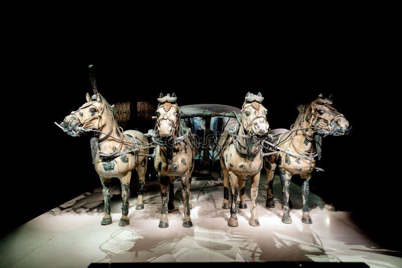 Qin Shi Huang gravvalv avsl?jad bronstriumfvagn arkivfoton