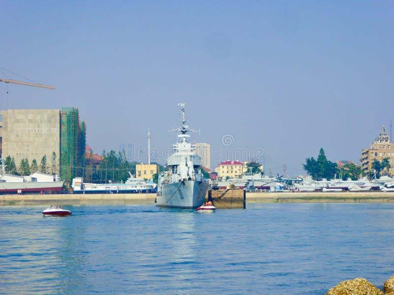 Qingdao envia o estacionamento na doca imagem de stock