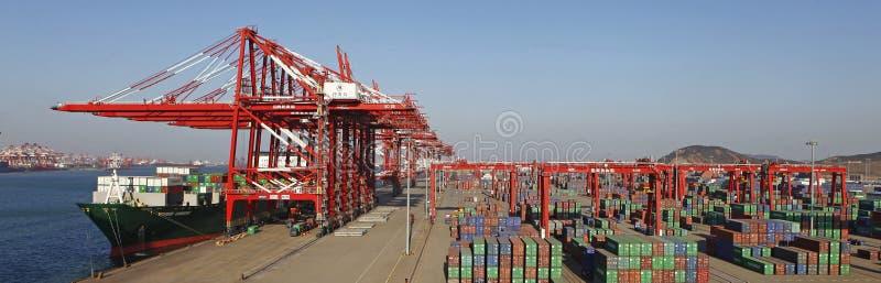 Containerterminal lizenzfreie stockfotos