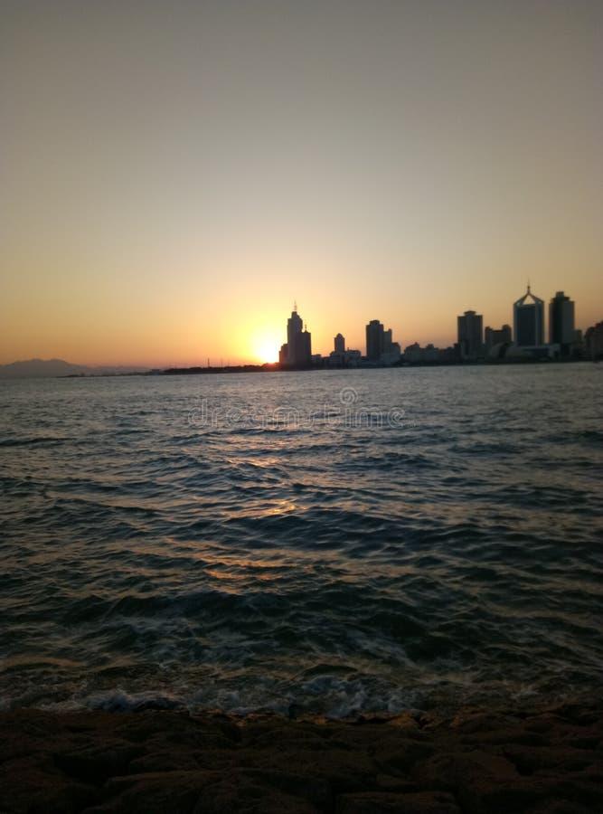 Qingdao havssolnedgång royaltyfri fotografi