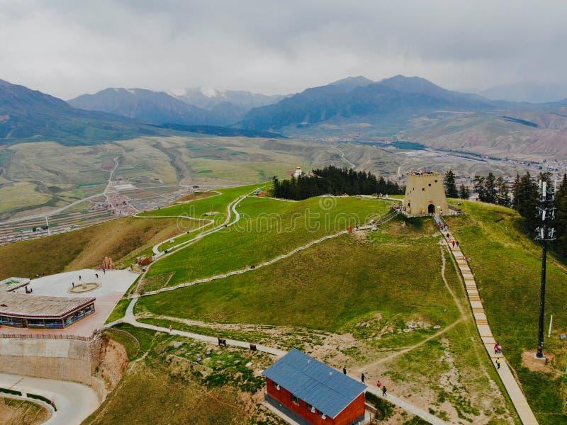Qinghai, China, 14., im Juni 2018 Die mitten- in der Luftansicht von Qilian-Bergen Welches in Qilian-Grafschaft ist, Qionghai, Ch stockfotografie