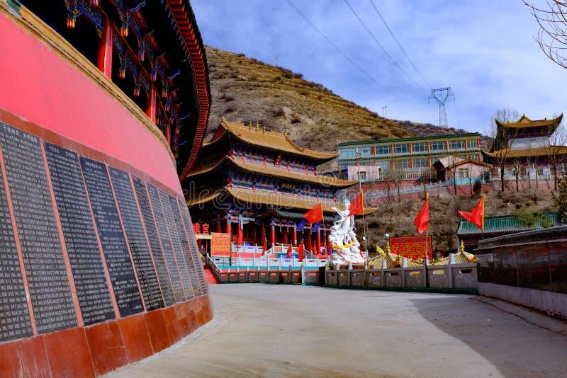 Qinghai xining: stor kunlun nio dag helgon - MaLong phoenix berg royaltyfri fotografi