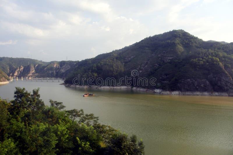 Qinlingsbergen: landschap op de noord-zuid grens van China royalty-vrije stock afbeelding
