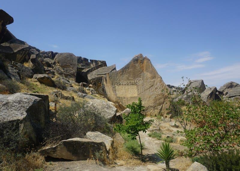 Qobustan Petroglyphes inskrypcje rzeźbić w skałach obrazy royalty free