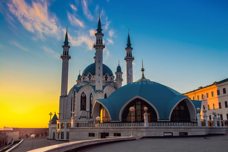 Qol Sharif Mosque på solnedgången i Kazan arkivbild