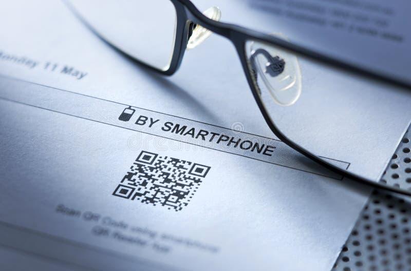 QR条形码代码扫描事务 免版税图库摄影