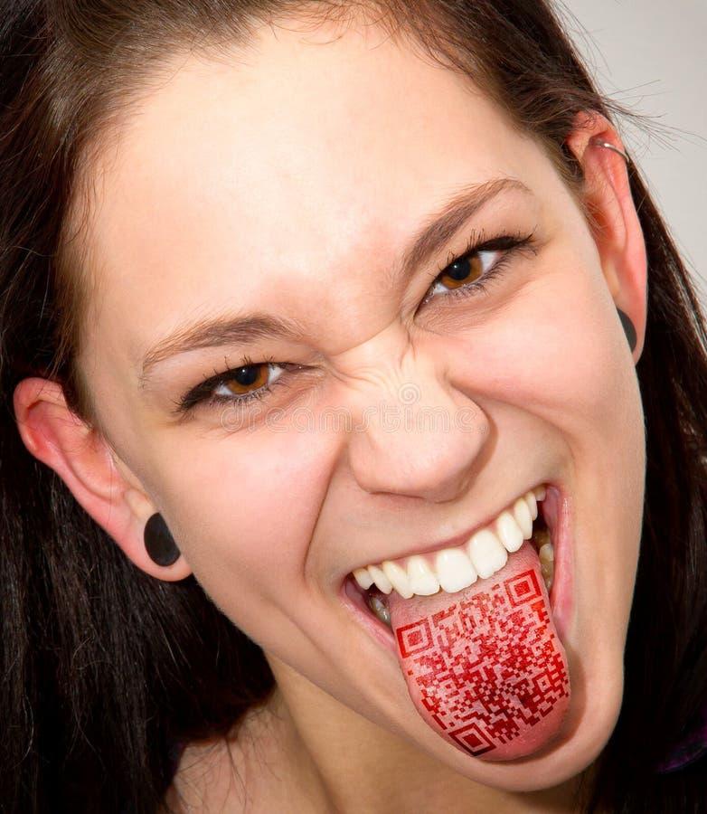 QR-Kod på tungan arkivbild