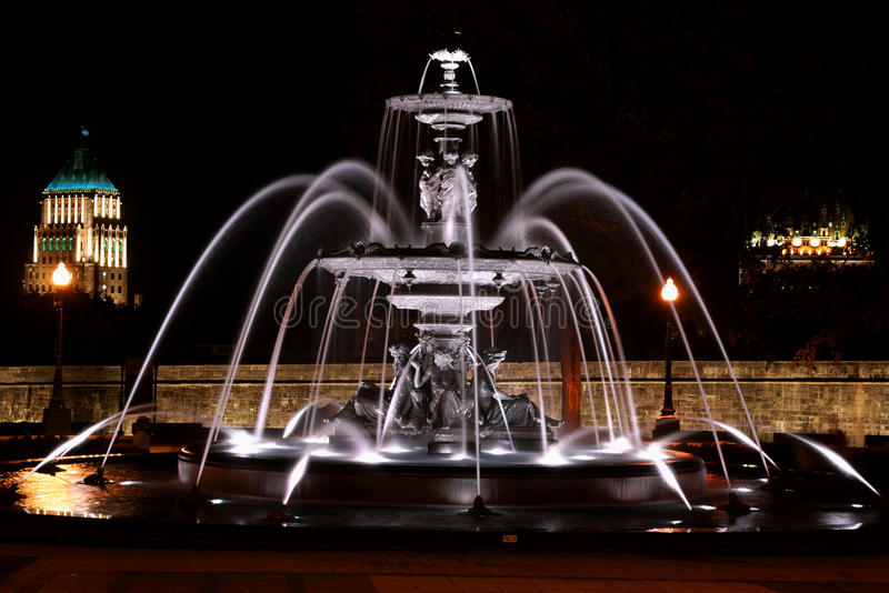 Fontaine de Tourny par nuit à Québec, Canada photo stock