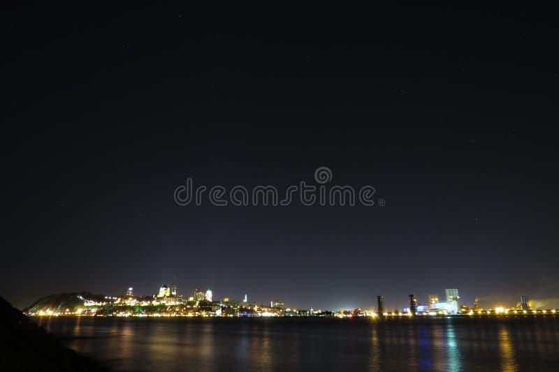 Québec & x27; luci di s nella notte fotografia stock libera da diritti