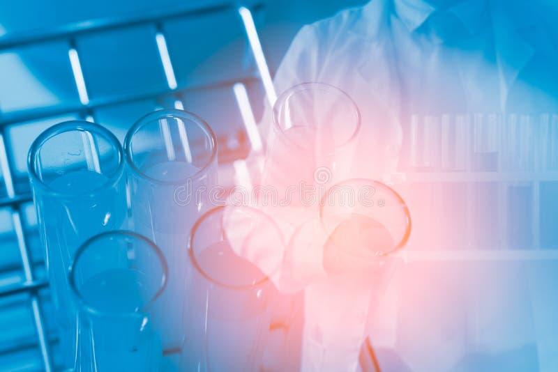 Química da amostra do cientista ou teste da medicina fotos de stock