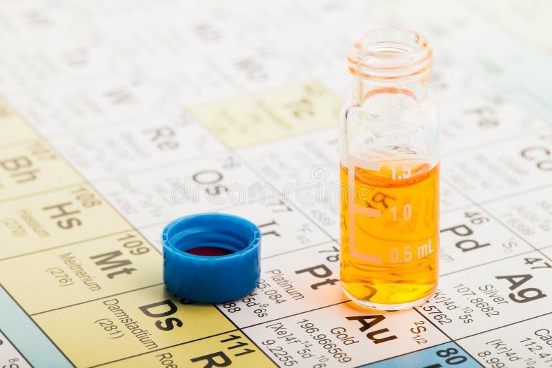 Química: Vector periódico y frasco foto de archivo