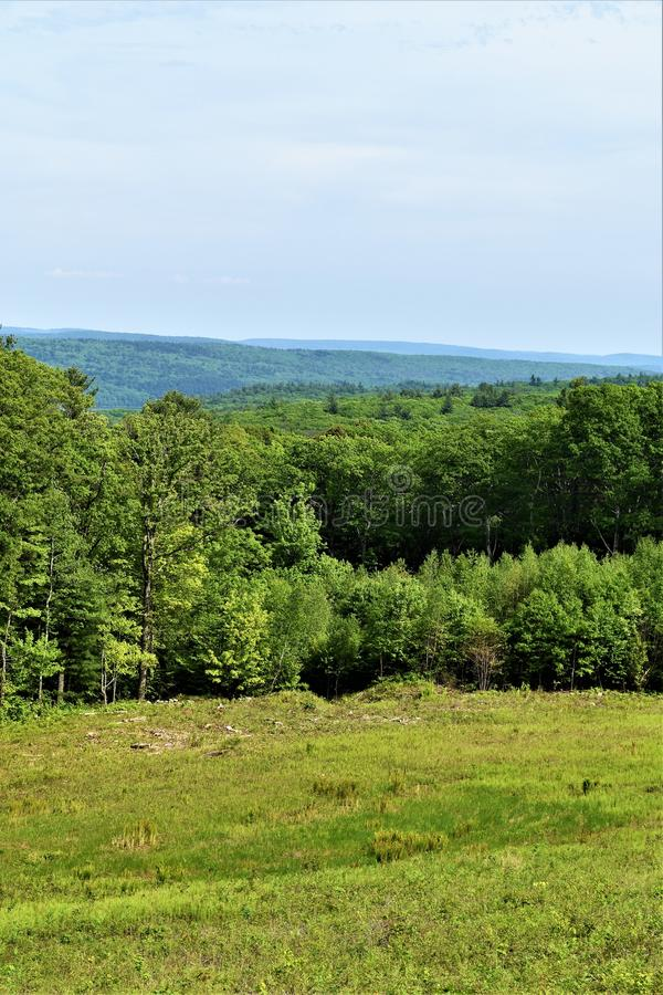 Quabbin behållarvattendelare, Quabbin snabb River Valley region av Massachusetts, Förenta staterna, USA, royaltyfri bild