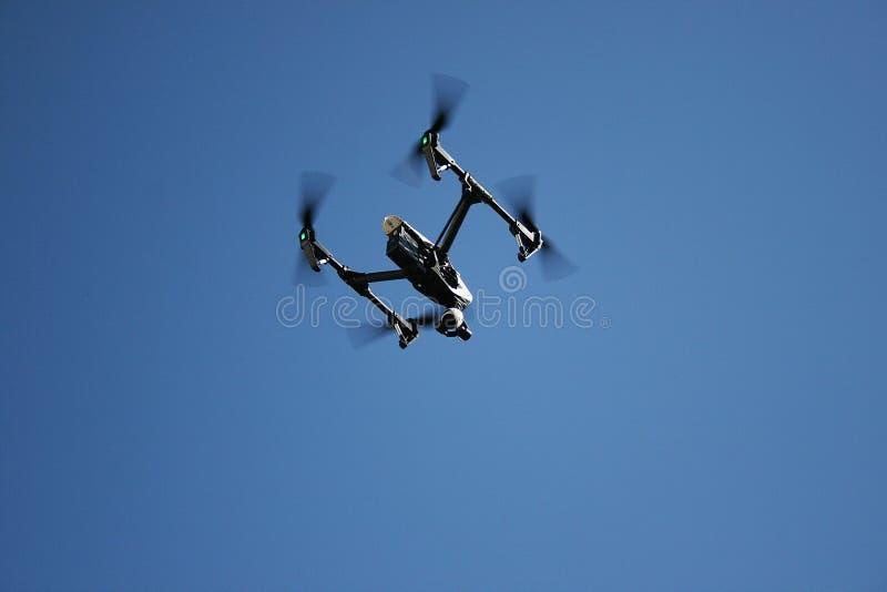 Quadcopter moderno de las cámaras imagenes de archivo