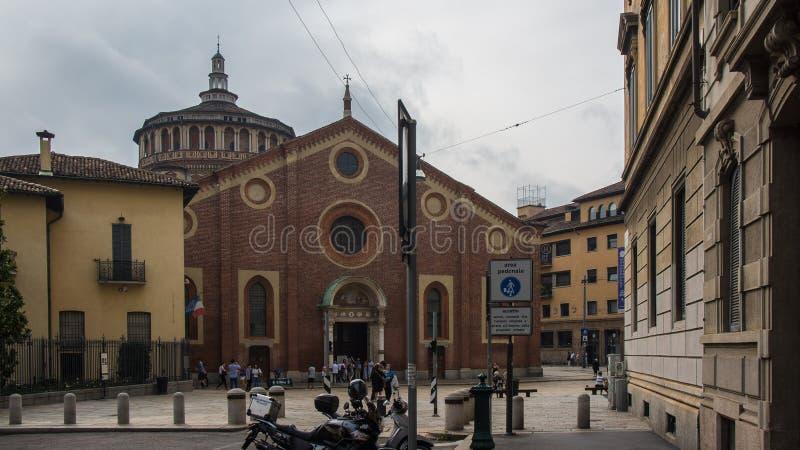 Quadrado com a capela romana velha imagem de stock royalty free