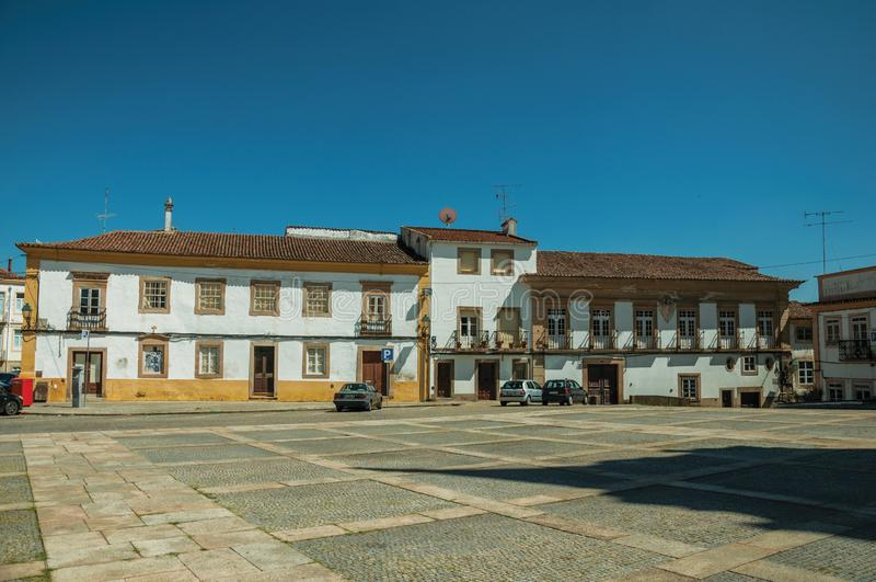Quadrado com a mansão velha do instituto politécnico imagens de stock royalty free