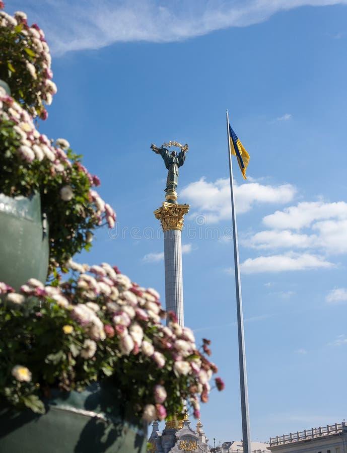 Quadrado da independência (Maidan Nezalezhnosti) em Kiev imagens de stock