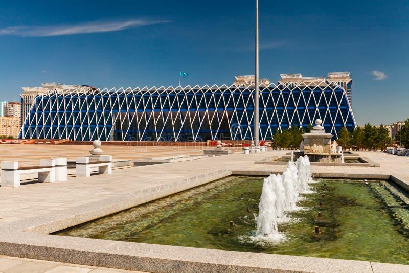 Quadrado da independência na cidade de Astana imagens de stock