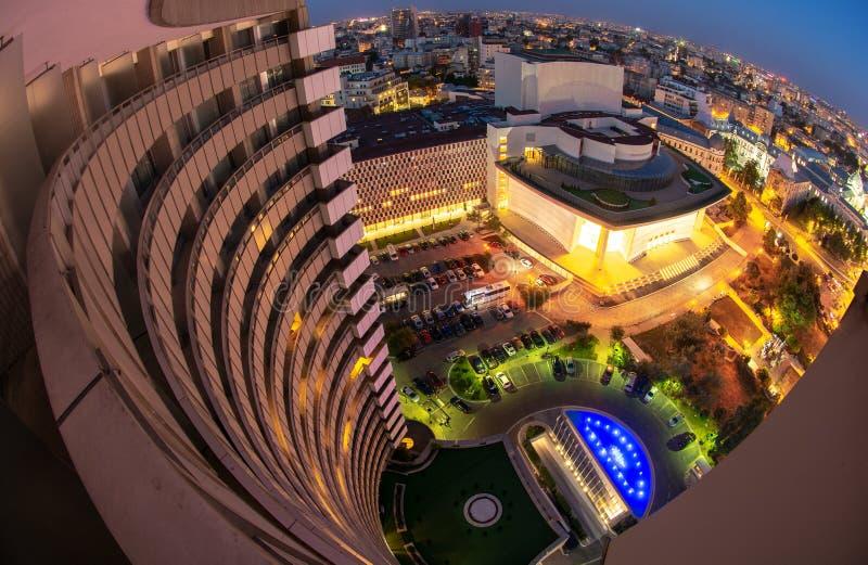 Quadrado da universidade, opinião de Bucareste, Romênia do hotel intercontinental, arquitetura da cidade da noite fotos de stock royalty free