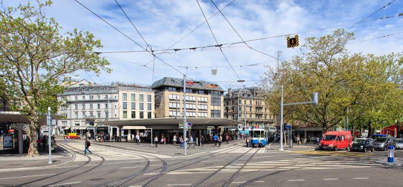 Quadrado de Bellevue em Zurique, Suíça imagem de stock