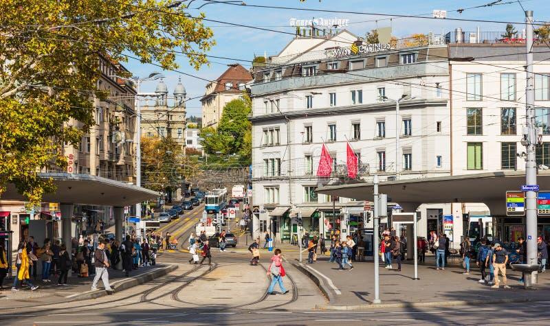 Quadrado de Bellevueplatz em Zurique foto de stock royalty free