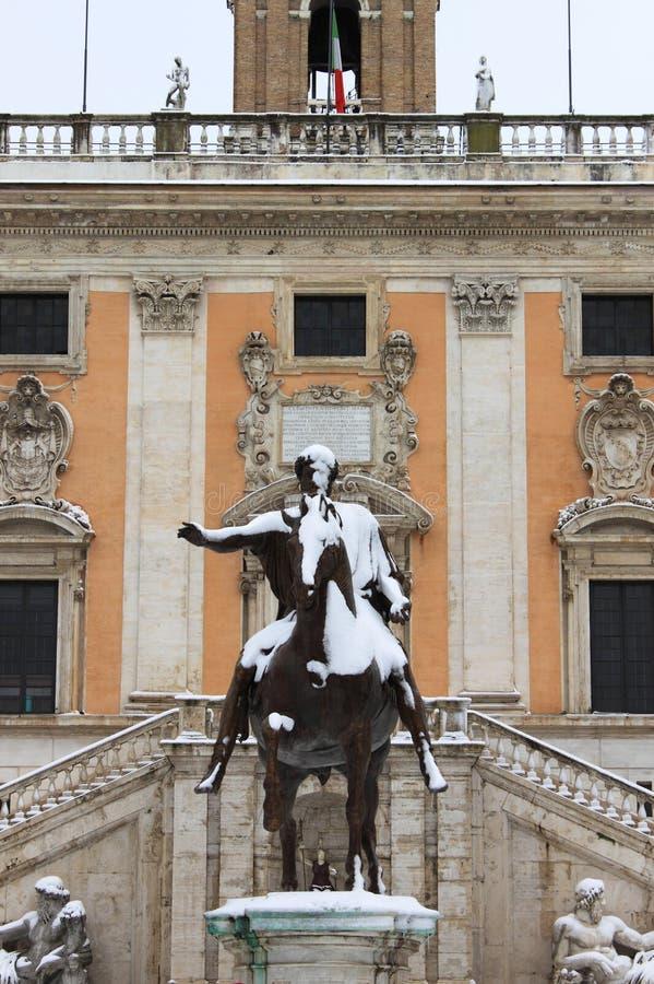 Quadrado de Campidoglio sob a neve imagem de stock