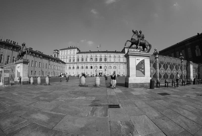 Quadrado de Castello da praça em Turin visto com fisheye no preto e no w imagens de stock