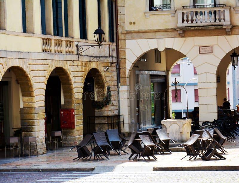 Quadrado de Cima, terraço, construções em Conegliano Vêneto, Treviso, Itália foto de stock royalty free