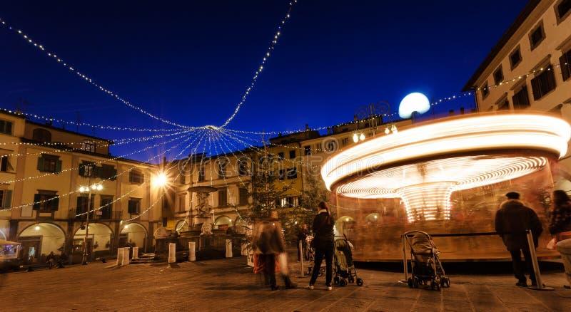 Quadrado de Farinata degli Uberti com o carrossel em Empoli, Itália fotografia de stock