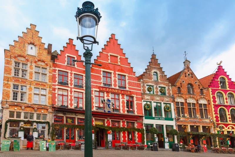 Quadrado de Grote Markt do Natal de Bruges, Bélgica fotos de stock