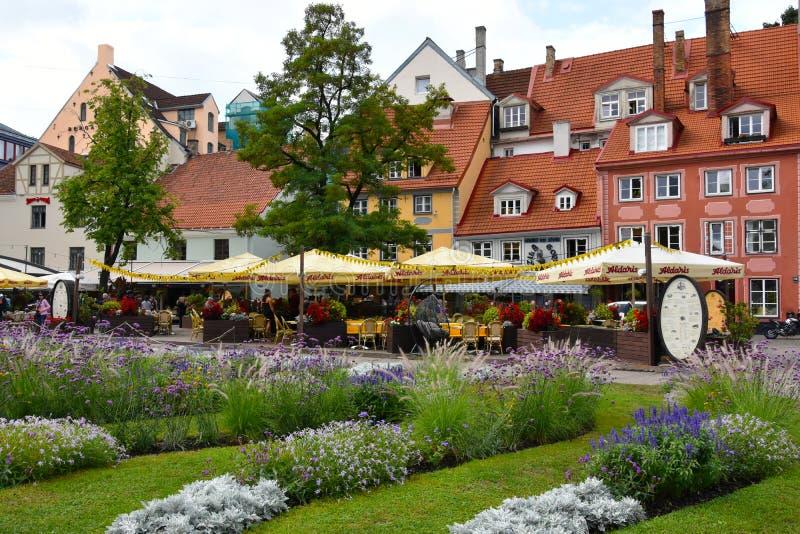 Quadrado de Livu Laukums em Riga, cidade principal em Letónia fotografia de stock royalty free