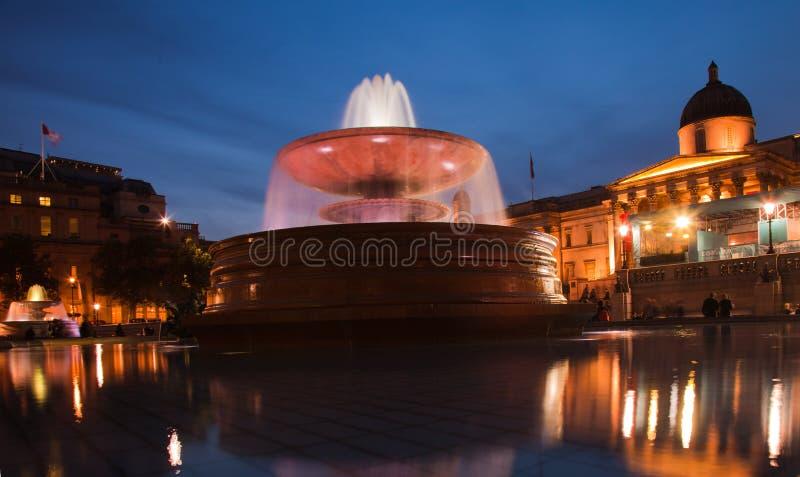 Quadrado de Londres Trafalgar no nighttime fotos de stock royalty free