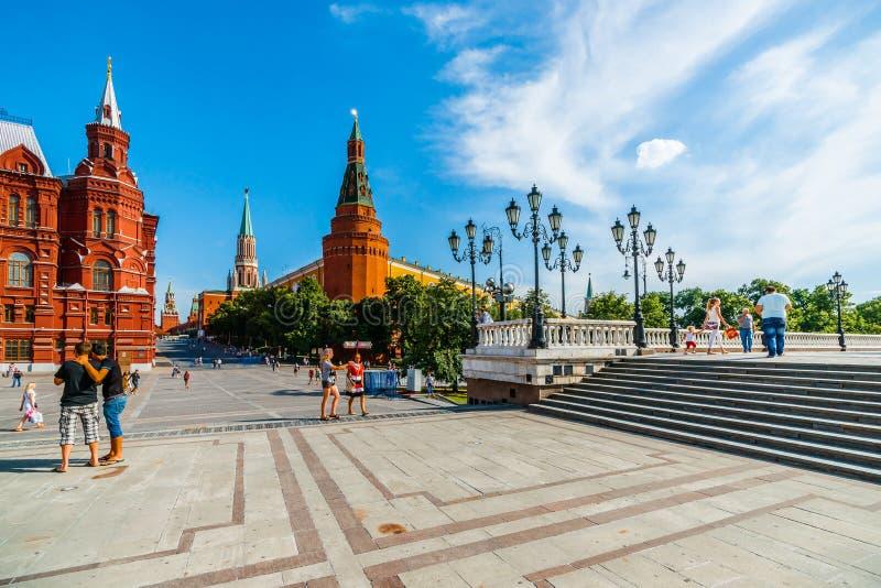 Quadrado de Manege e Kremlin de Moscou fotografia de stock royalty free