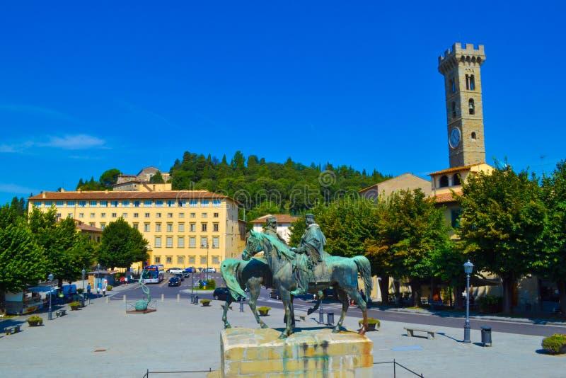 Quadrado de Mino Mino da praça com Cattedrale di San Romolo Duomo d foto de stock royalty free