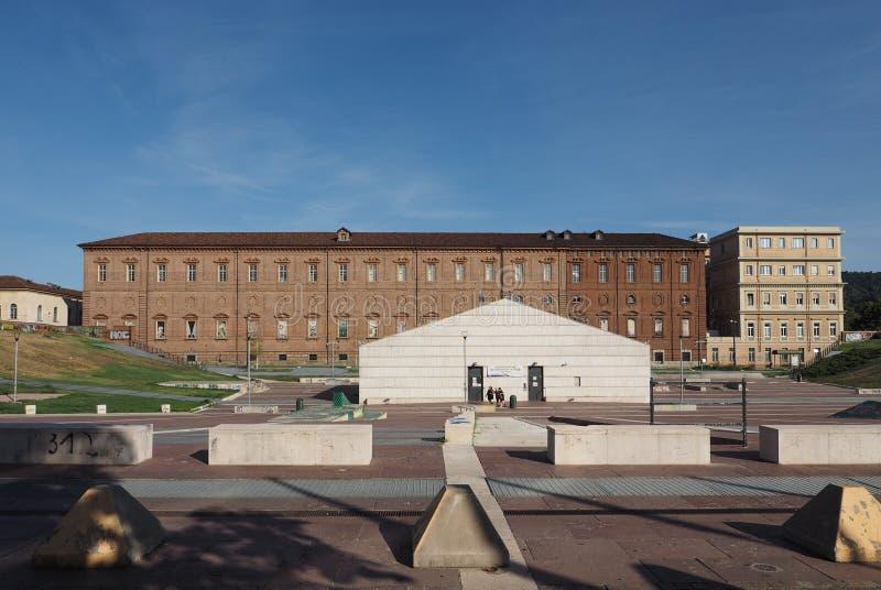 Quadrado de Piazzale Valdo Fusi em Turin imagem de stock