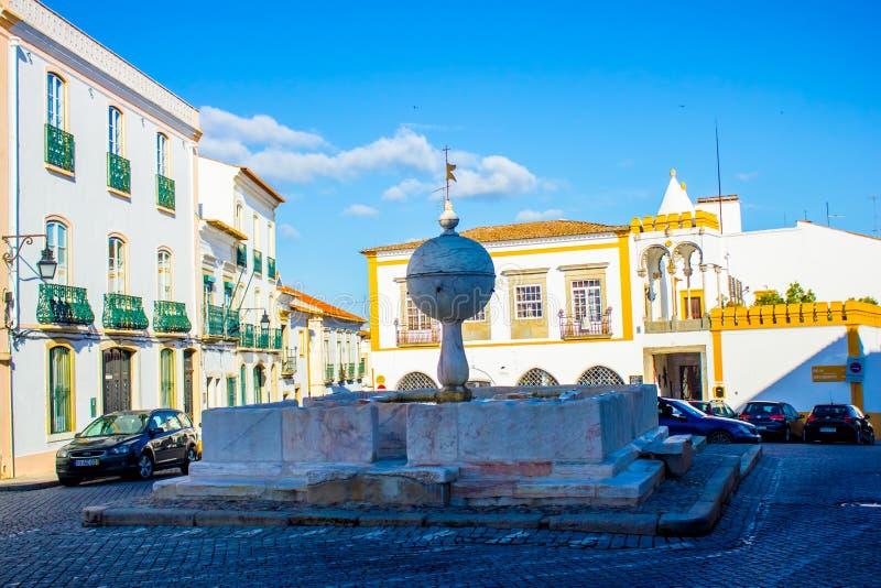 Quadrado de Porta de Moura, vora do ‰ de Ã, Portugal fotografia de stock royalty free