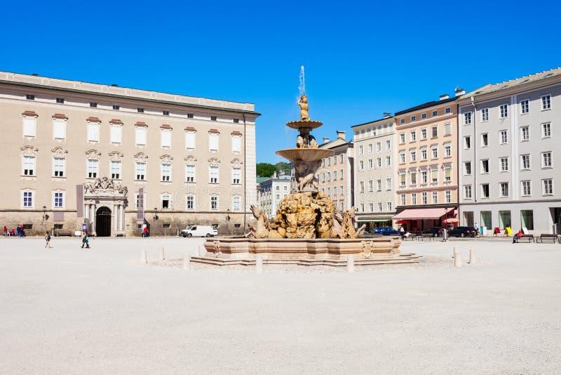 Quadrado de Residenzplatz em Salzburg imagens de stock