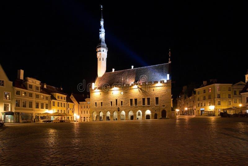 Quadrado de salão de cidade em Tallinn, Estónia fotografia de stock