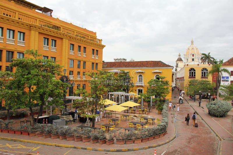 Quadrado de Santa Teresa da plaza no centro de Cartagena de ?ndia, Col?mbia Quadrado de cidade ocupado cidade velha em Cartagena, fotografia de stock