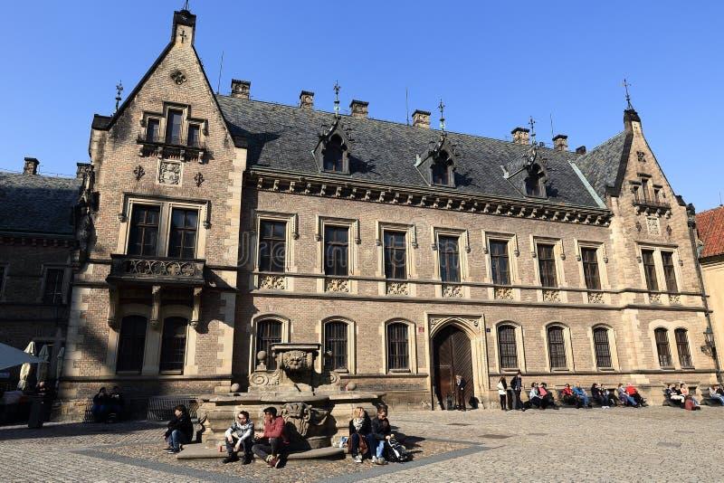 Quadrado de St Jiri, St Vitus Cathedral, o castelo de Praga, Praga, República Checa foto de stock