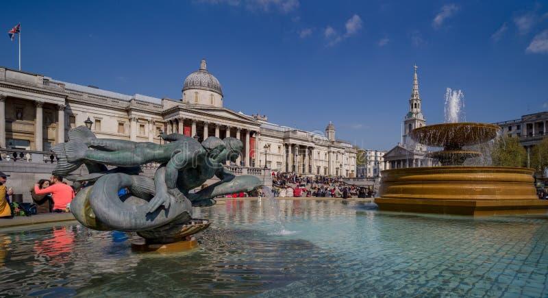 Quadrado de Trafalgar e o National Gallery fotografia de stock royalty free